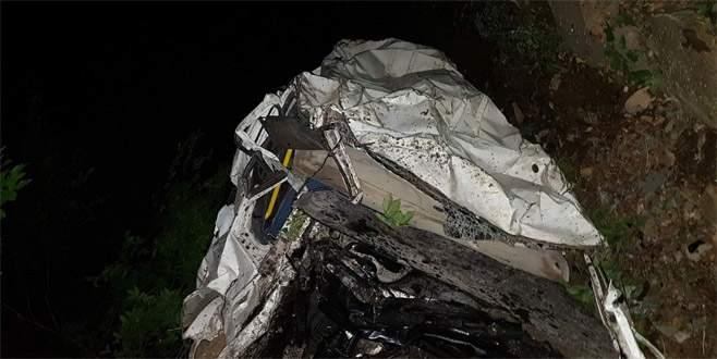 Artvin'de minibüs uçuruma yuvarlandı : 3 ölü, 10 yaralı