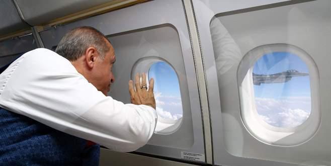 Cumhurbaşkanı Erdoğan'a jetler eşlik etti