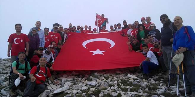 15 Temmuz şehitleri anısına zirvede Türk bayrağı açtılar