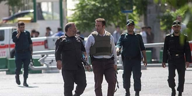 Tahran'da bıçaklı saldırgan dehşeti