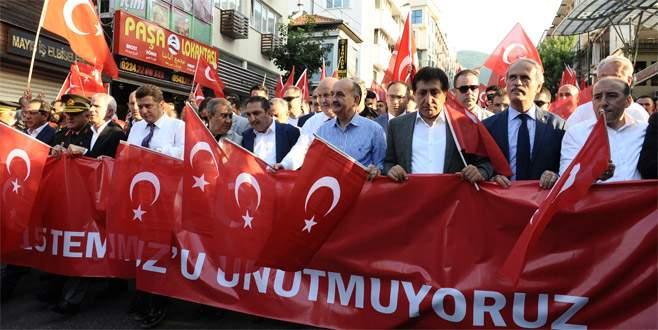 Bursa'da on binler bayrak yürüyüşünde buluştu