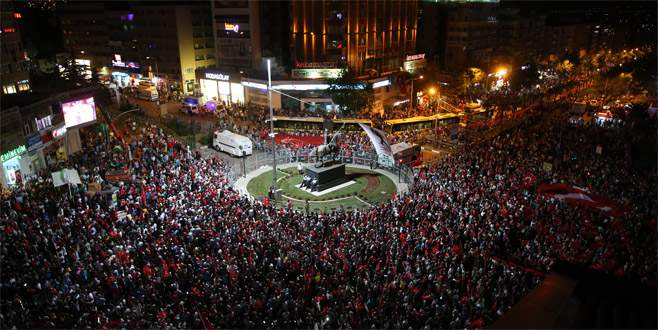 Bursa'da demokrasi nöbeti..