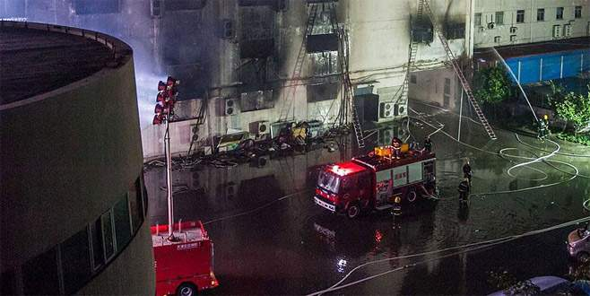 Çin'de bina yangını: 22 ölü