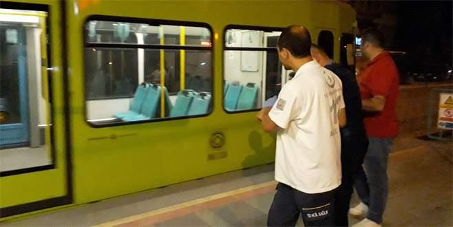 Metroda bayıldı, seferber oldular