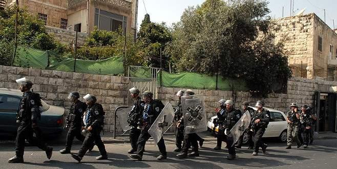 İsrail askerleri bir Filistinliyi ağır yaraladı