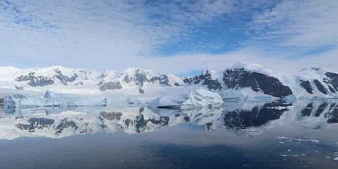 Antarktika'dan kopan dev buz dağı kıyıdan açılıyor