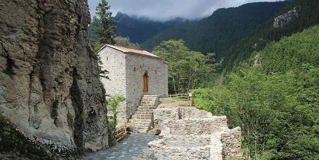 Sümela'nın Aya Varvara Manastırı ön plana çıktı