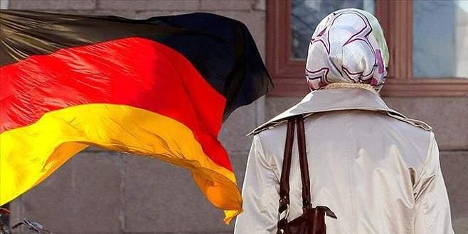 Almanya'da mahkemede başörtüsü yasaklama girişimine tepki