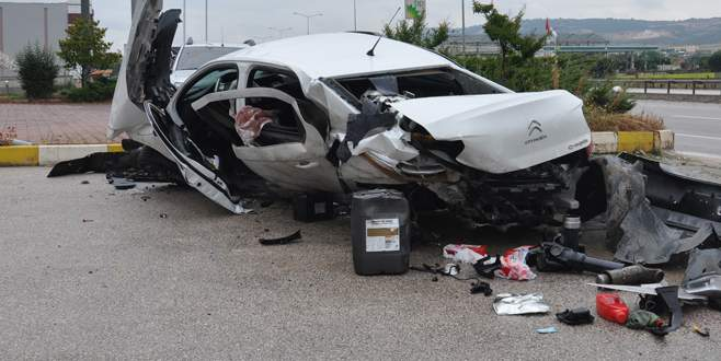 Bursa'da hurdaya dönen otomobilden sağ kurtuldu
