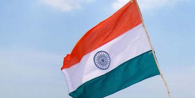 Hindistan'da otobüs uçuruma yuvarlandı: 25 ölü