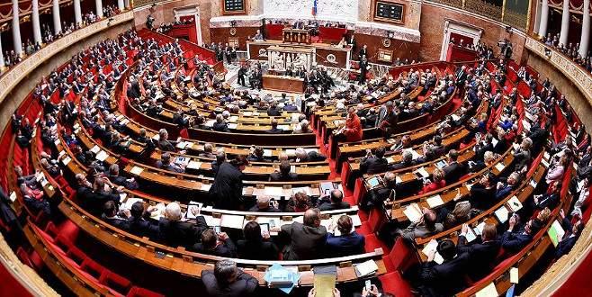 Fransız meclisinde ceket ve kravat zorunluluğu kalktı