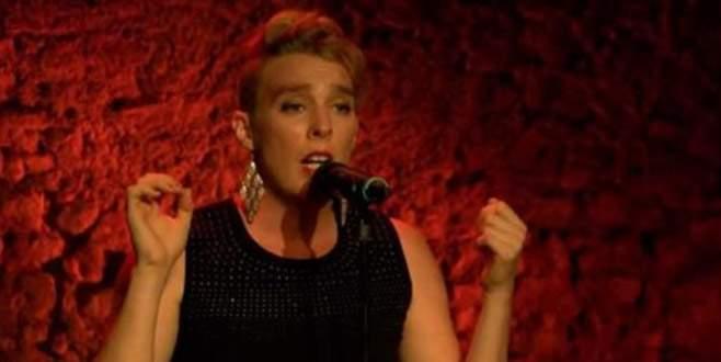 Fransız şarkıcı sahnede öldü