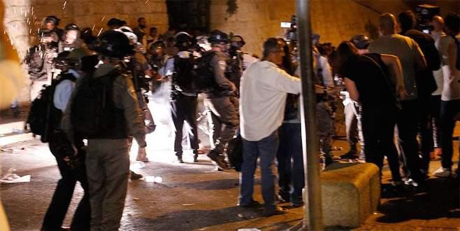 İsrail polisi, Aksa kapısındaki cemaate müdahale etti