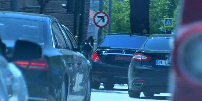 Başbakan Yardımcısı Çavuşoğlu talimat verdi, şoförü ve eskortlar uydu