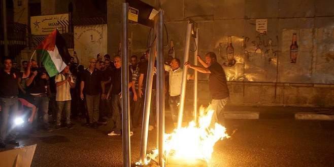 Filistinliler maketten yaptıkları dedektörleri yaktı