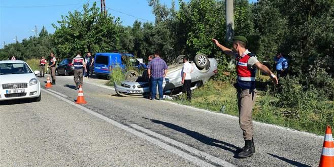 Ehliyetsiz sürücü, kavşakta otomobile çarptı: 3 yaralı
