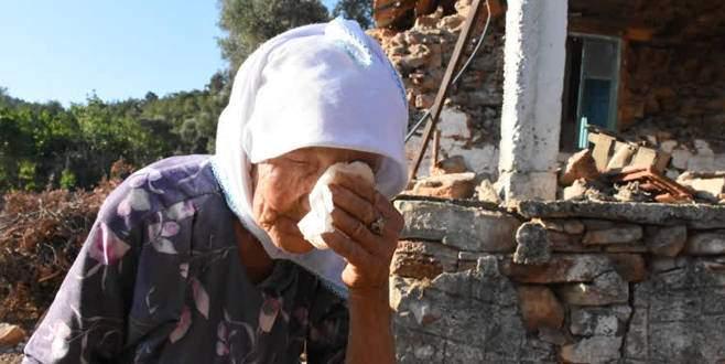 Ayşe nine depremde ölen civcivlerinin üzüntüsünü yaşıyor