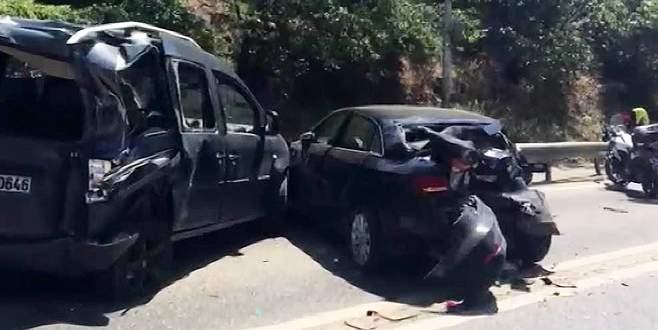 Halk otobüsü 9 otomobile çarptıktan sonra durabildi: 13 yaralı
