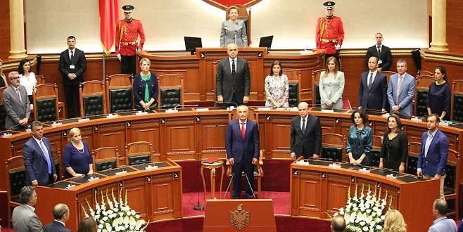 Arnavutluk'un yeni cumhurbaşkanı Meta yemin etti