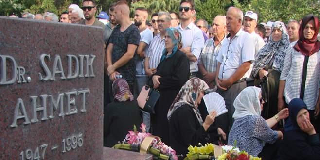 Dr. Sadık Ahmet dualarla anıldı
