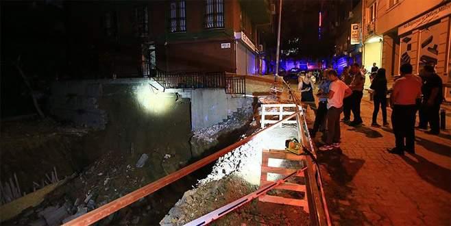 İstinat duvarı çöktü 5 katlı bina boşaltıldı