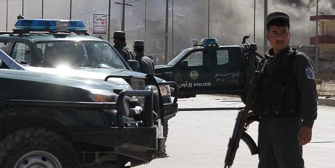 Taliban askeri kampa saldırdı: 33 ölü