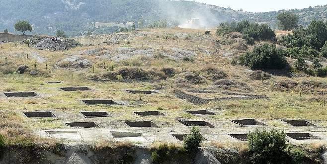 Uşak'ta 2 bin yıllık 'sembolik' mezarlar gün yüzüne çıktı