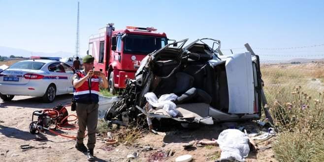 Taziye dönüşü katliam gibi kaza: 4 ölü, 3 yaralı