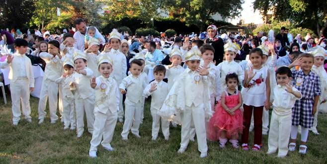 Özdilek, Bursa'da yüzlerce çocuğa erkekliğe ilk adımı attırdı