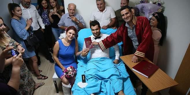 Bursa'da kazada yaralanan çiftin nikahı hastanede kıyıldı