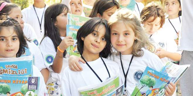 Gençlik Kampı'nda sosyalleşiyorlar