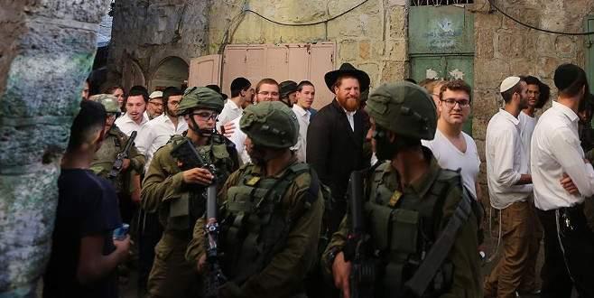 Fanatik Yahudi yerleşimciler Aksa'nın avlusuna girdi