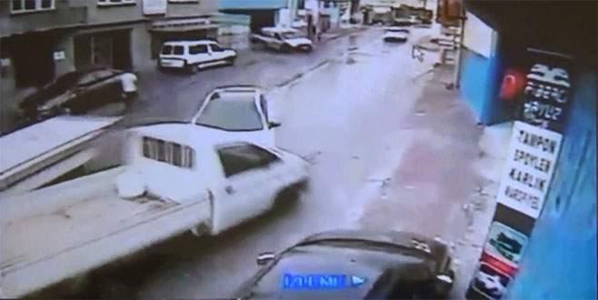 Bursa'da çalıntı kaydı bulunan araçla kaza yaptılar
