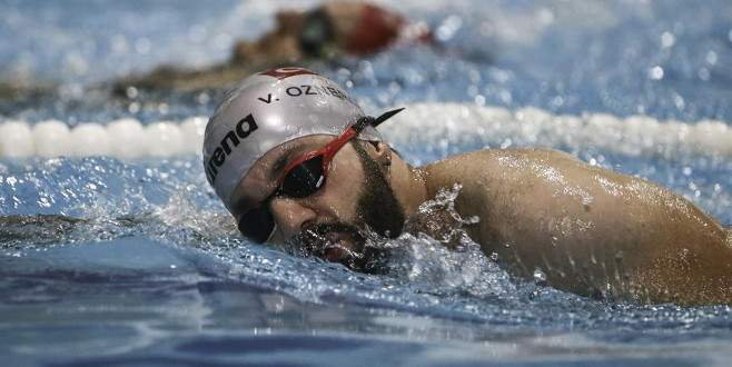 İki üniversite mezunu engelli yüzücünün örnek azmi
