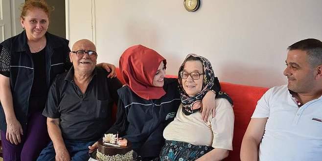 'Alo Evlat Hattı'ndan yaşlı çifte doğum günü sürprizi