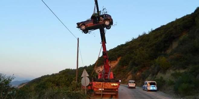 Bursa'da uçuruma yuvarlanan araç böyle çıkartıldı