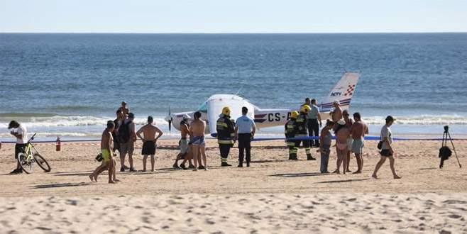 Uçak sahile acil iniş yaptı: 2 ölü