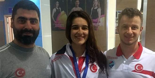 Milli yüzücülerden 1 altın, 1 gümüş madalya