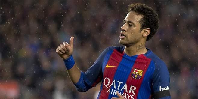 Neymar rekor bedelle PSG'de