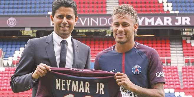 Neymar'dan PSG'ye 222 milyon Euro'luk imza