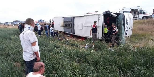 Yolcu otobüsü devrildi: 5 ölü, 36 yaralı
