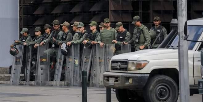 Venezuela'da askerler başsavcılığın etrafını sardı