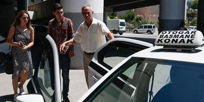 'Piyanist taksici' yolcularını klasik müzikle ağırlıyor