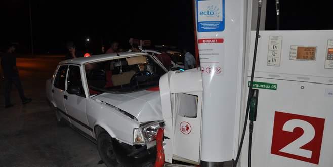 Bursa'da otomobil petrol istasyonuna daldı: 4 yaralı