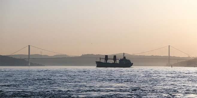 İstanbul Boğazı Furkan için geçişlere kapatıldı
