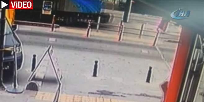 Tramvay kadına böyle çarptı