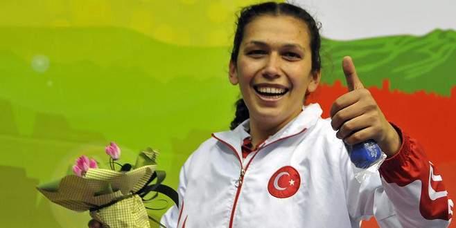 Milli boksör Elif Güneri finale yükseldi