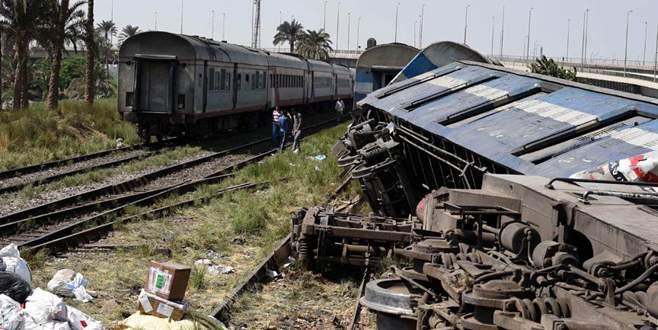 İki tren çarpıştı: 36 ölü, 123 yaralı