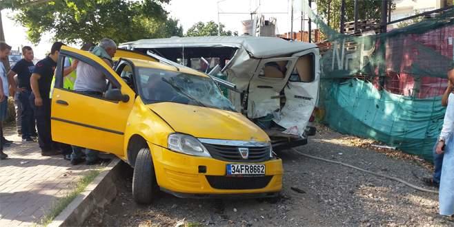 Bursa'da aşırı hızla gelen kaza: 3 yaralı