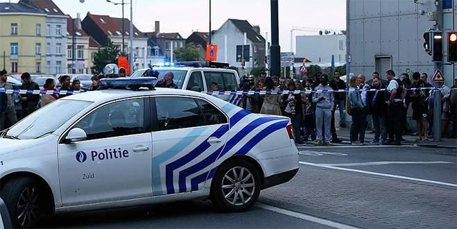 Brüksel'de askerlere saldıran kişi vuruldu